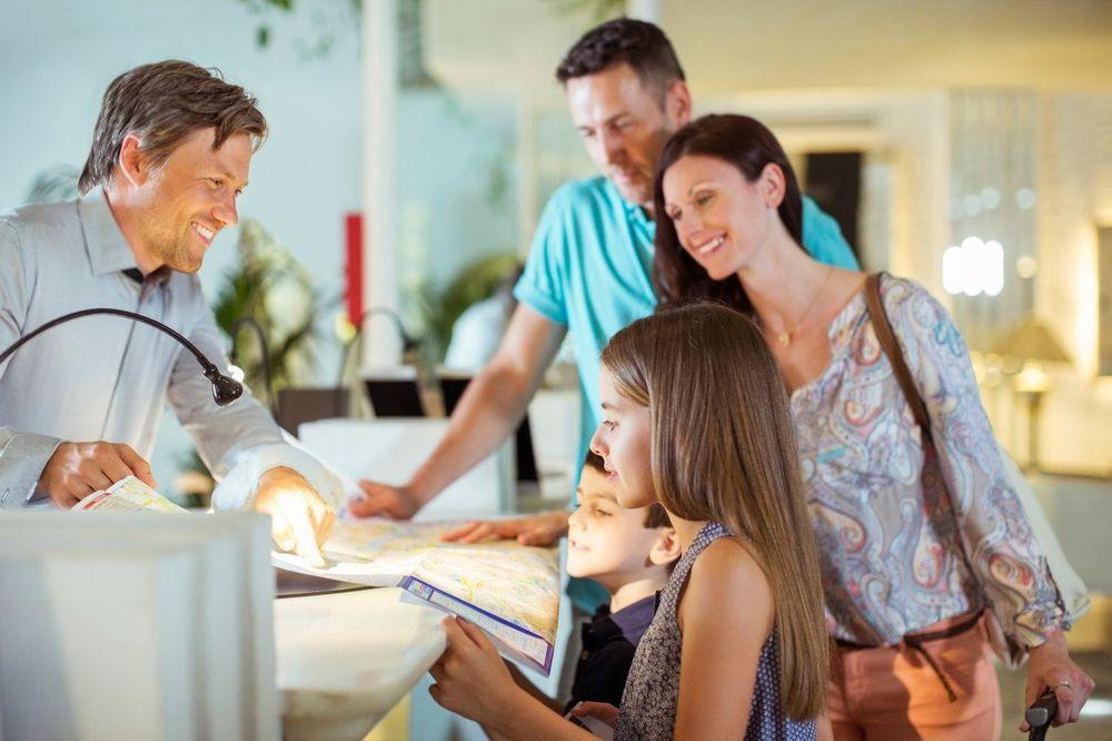 Експертите откриваат: Како да препознаете дали препораката за хотел е лажна?