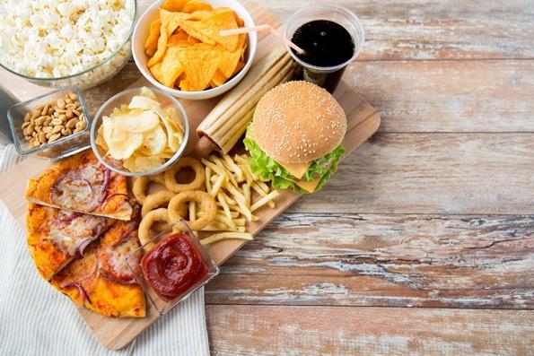 3-hrana-koja-treba-da-ja-izbegnuvate-8-najgolemi-neprijateli-na-ramniot-stomak-www.kafepauza.mk_