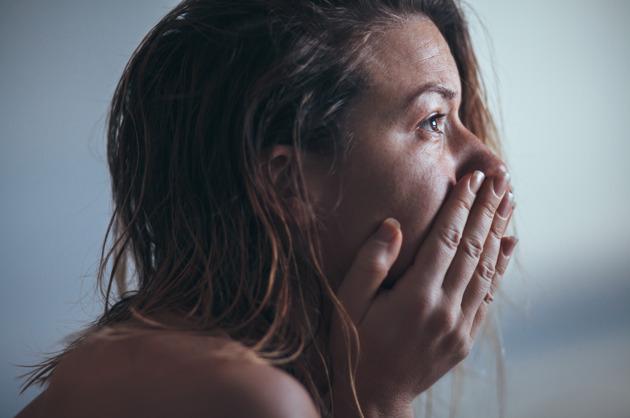 8-simptomi-na-rak-na-grloto-na-matkata-koi-ne-treba-da-gi-ignorirate-kafepauza.mk