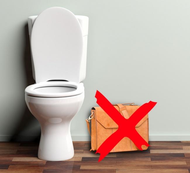 Како безбедно да ги користите јавните тоалети?