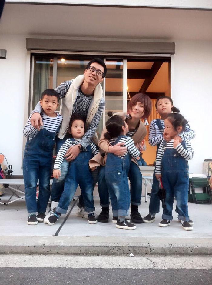 (3) majka-od-japonija-go-fotografira-svojot-neverojaten-zhivot-so-bliznaci-i-trojka-www.kafepauza.mk