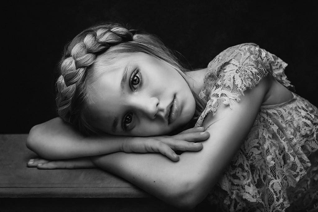 Погледнете ги неверојатните фотографии од натпреварот за црно-бели фотографии со деца
