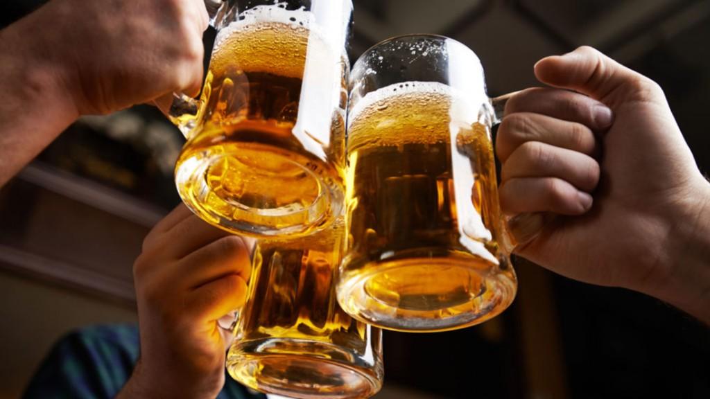 Како да знаете дали пиете премногу алкохол или само навистина сакате да се забавувате?