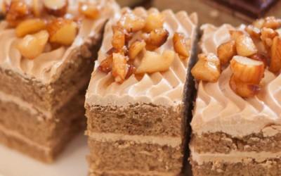 Колач со капучино: Вкусен десерт кој освојува на прво залче!