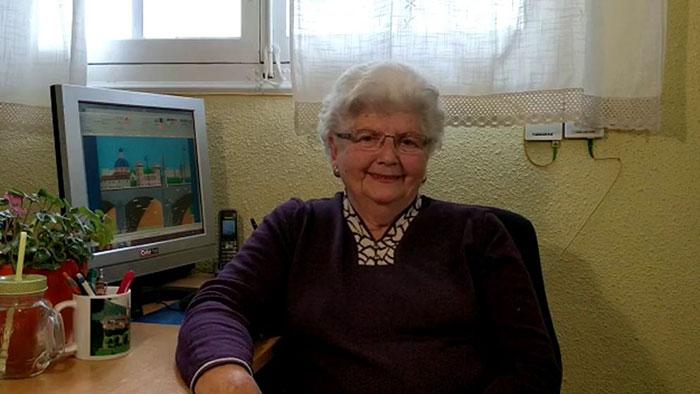 87-годишна баба користи Пејнт на неверојатен начин