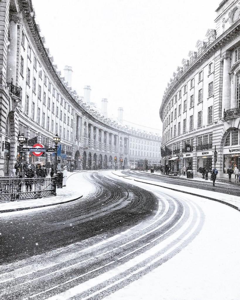 """""""Ѕверот од исток"""" го претвори Лондон во зимска бајка"""
