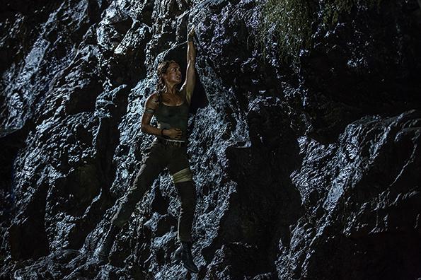 (4) film-tomb-rajder-tomb-raider-www.kafepauza.mk