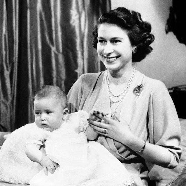 Фотографии од животот на кралицата Елизабета II кои го покажуваат создавањето на модерната историја