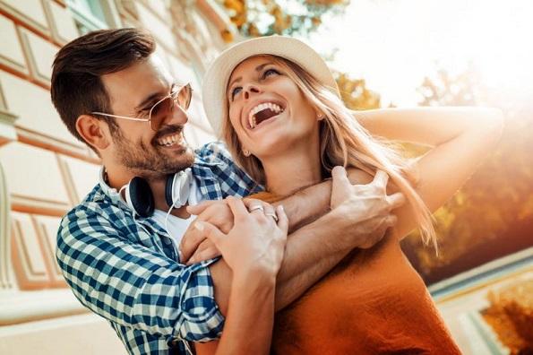 Брачните партнери кои се најдобри пријатели се и посреќни