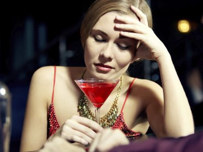 Алкохолот повеќе им штети на жените, отколку на мажите