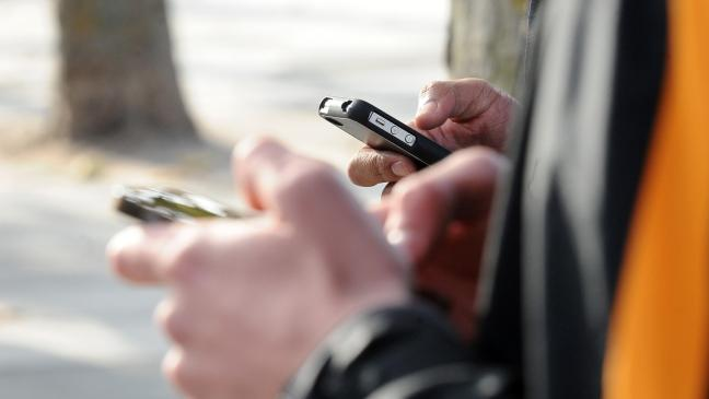 Ефектот смартфон: Зошто сите сме зависни?