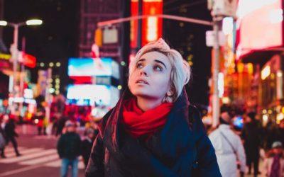 Како да се одморите од социјалните случувања ако сте екстроверт кој потајно не сака излегувања?