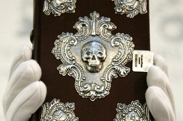 Кои се најскапите книги во светот?