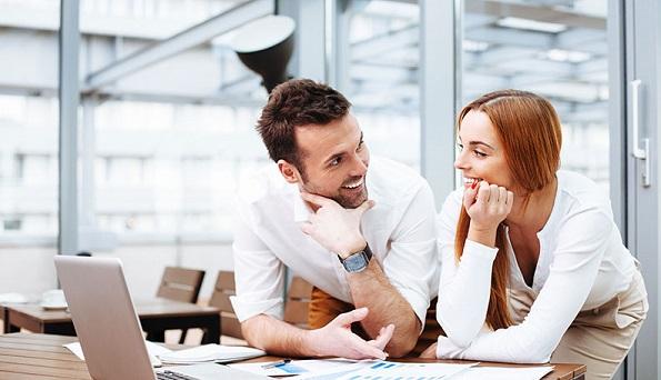9 важни разлики меѓу пријателската љубезност и флертувањето