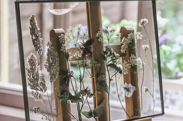 Креативни начини како сувото цвеќе да го претворите во уметност