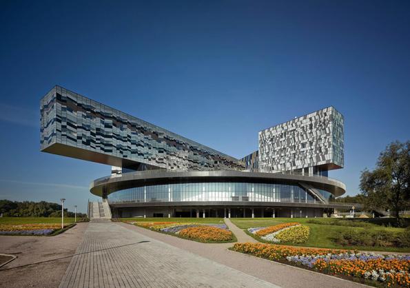 Надреални фотографии од постсоветската архитектура