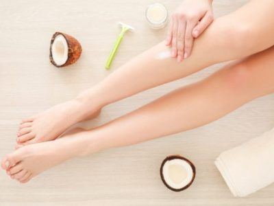 10 трикови за природно отстранување на темната кожа од колената и лактите
