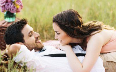 Краток љубовен хороскоп за мај: Кого го чекаат нови шанси за пролетна романса?