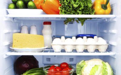 Јајца во фрижидер и уште 10 други познати митови и вистини за храната