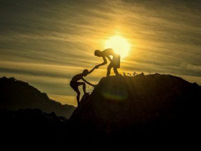 5 причини зошто сретнувате одредени луѓе во вашиот живот
