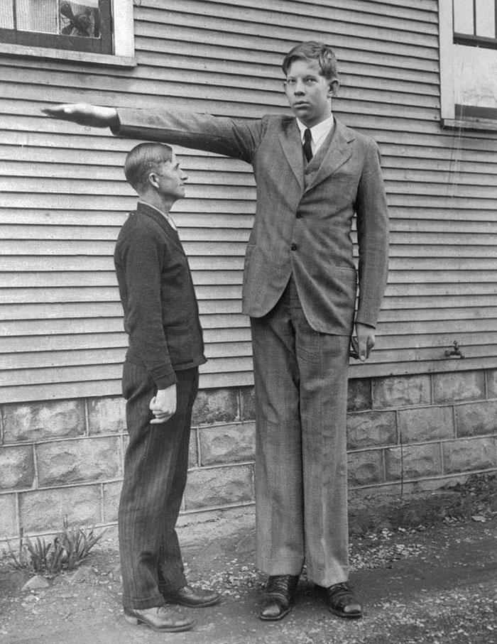 Неверојатна ретка снимка од највисокиот човек на светот