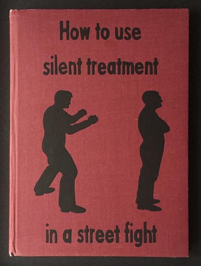 """Психотерапевт создава брутално искрени """"книги"""" за самопомош инспирирани од неговите пациенти"""