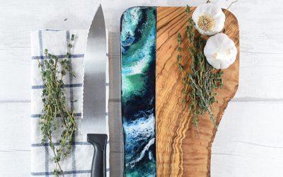 Донесете ја плажата во вашата кујна со помош на овие прекрасни даски за сечење од дрво и смола