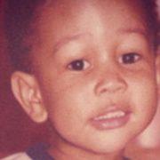 Можете ли да ја погодите познатата ѕвезда што се крие зад секоја од овие бебешки фотографии?