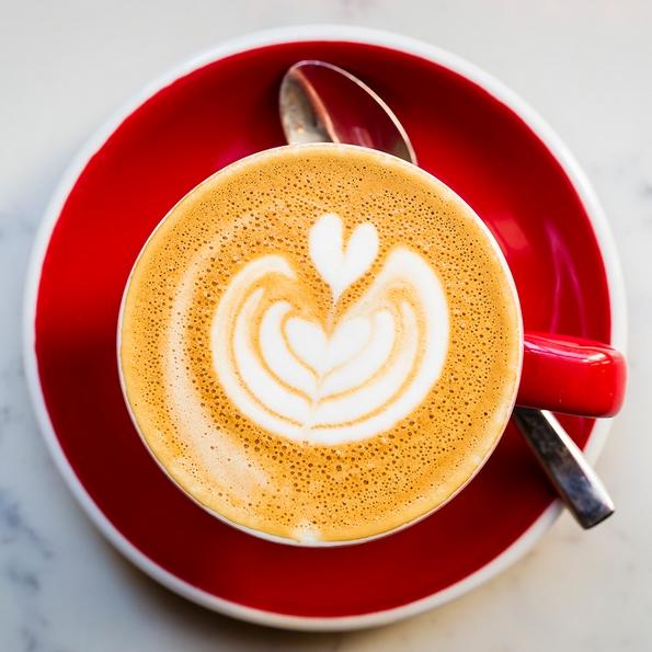 12 изненадувачки состојки коишто можете да ги додадете во вашето кафе за уникатно кофеинско доживување