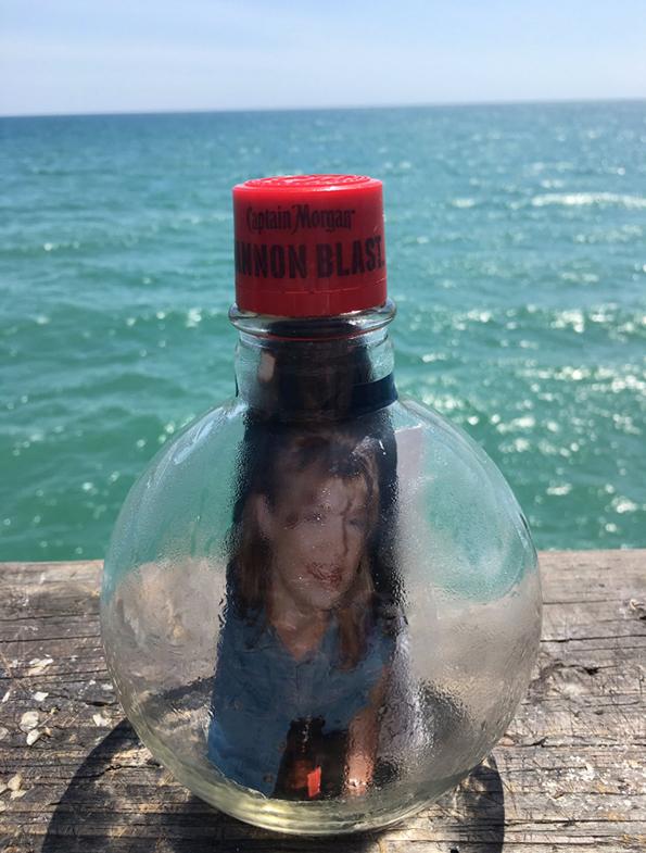 По смртта на мајка им, децата фрлиле порака во шише во океанот и после 2 години добиле неочекуван одговор
