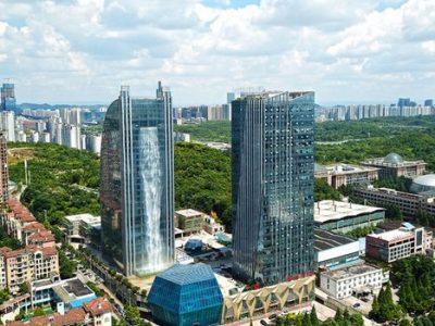 Кинезите изградиле водопад од 100 метри на облакодер