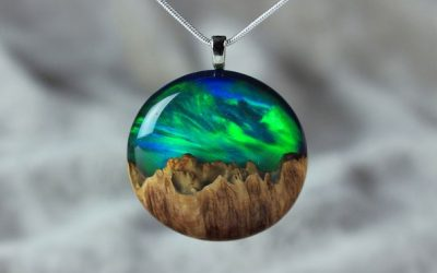 Неверојатен рачно изработен накит од дрво, опал и смола