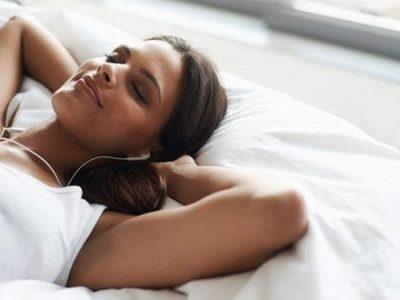 Дали бинауралните тонови навистина помагаат со спиењето?
