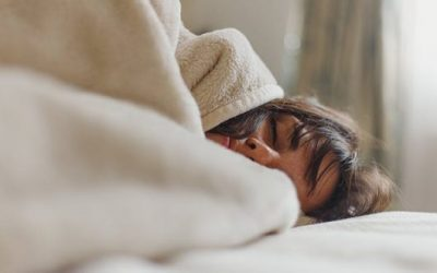 Како да заспиете брзо кога не можете да престанете да се превртувате?