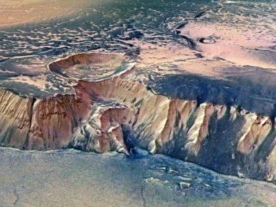 Научниците пронашле езеро со течна вода на Марс