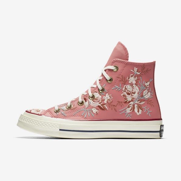 """""""Converse"""" произведе нова линија патики со цветен дезен кој е совршен за летните денови"""