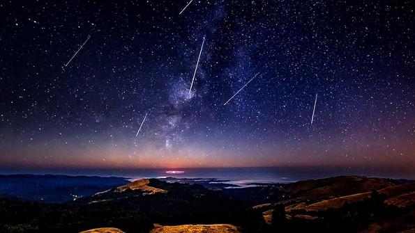 Персеидите се враќаат: Што треба да знаете за метеорскиот дожд?