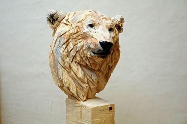 Уметник користи моторна пила и создава неверојатни скулптури