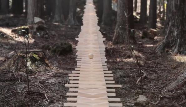 Уживајте во звукот на овој џиновски ксилофон што го свири Бах во јапонска градина