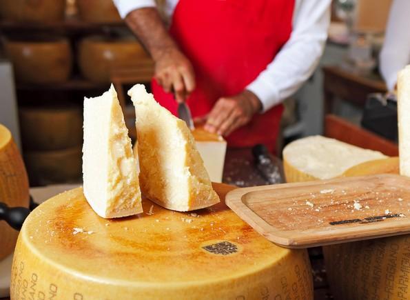 8 неочекувани правила кои би требало да ги следите додека јадете во некои држави