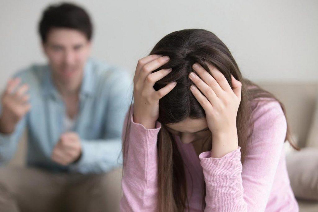 5 знаци дека сте во врска со личност која сака да ве контролира