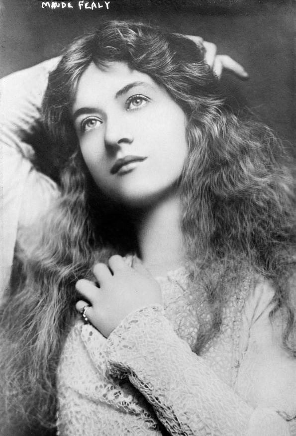 100-годишни фотографии од најубавите жени од минатиот век