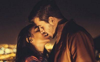 10 интересни традиции со бакнување ширум светот