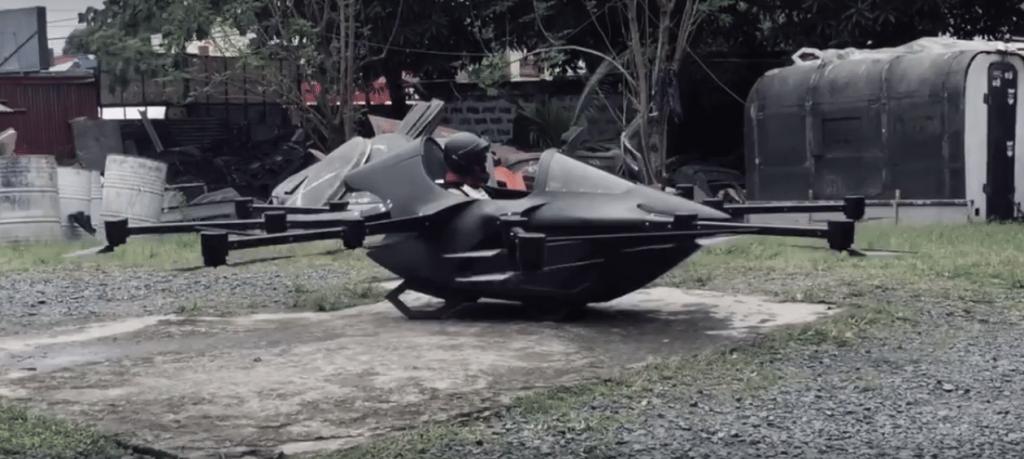 Момче направило автомобил дрон со цел да го избегне сообраќајниот метеж