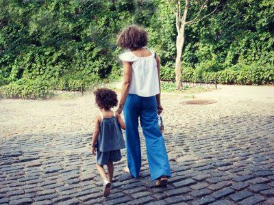 Знаци кои покажуваат дека имате токсичен родител и како да се справите со него