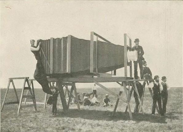 Најголемата камера од 1900-та што тежела 635 килограми