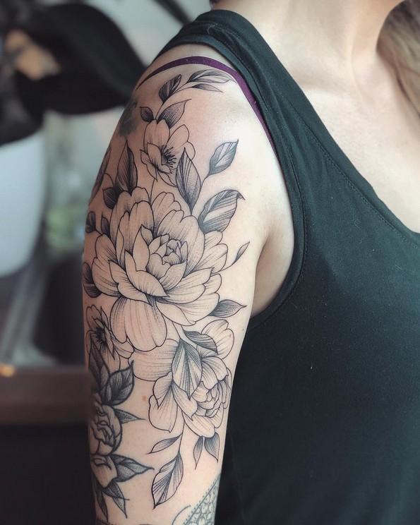 Прекрасни црни цветни тетоважи