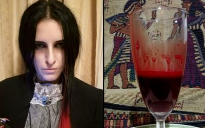 """""""Вампир"""" отворено разговара за пиење крв и спиење во ковчег"""