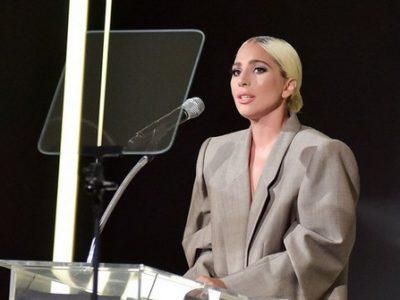 За време на нејзиниот говор, таа ја објаснила причината за нејзиниот необичен изглед.