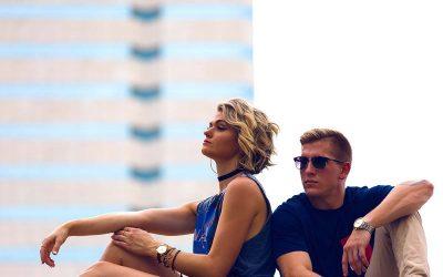 4 знаци дека вашиот партнер е љубоморен иако изгледа сигурно